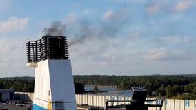Helsinki, Finland - April 6, 2019: Finnlinesveerboot in Vuosaari-haven Rook van Veerbootpijp in de Hemel stock video