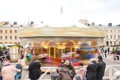 Helsinki, Finland 21 December 2015 - Traditionele Carrousel bij Kerstmismarkt Stock Afbeelding
