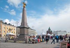 helsinki finland Folk på marknadsfyrkanten Fotografering för Bildbyråer