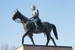 HELSINKI, FINLAND, 21 JANUARI, 2014: Het monument om Man te rangschikken Royalty-vrije Stock Foto