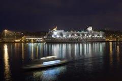 HELSINKI, FINLAND-JANUARY 5: silja linii prom żegluje od Go Obrazy Royalty Free