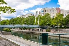 HELSINKI, FINLAND - JUNI 12, 2016: Voetganger kabel-gebleven bridg Stock Afbeeldingen