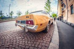 Helsinki, Finland - Mei 16, 2016: Oude auto Ford Mustang de lens van het vervormingsperspectief fisheye stock foto's