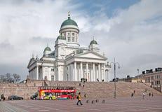helsinki finland Staden turnerar bussen på senatfyrkanten Royaltyfri Foto