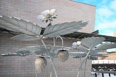 helsinki finland Var jordgubbarna växer skulptur Arkivfoton