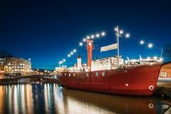 Helsinki, Finland Vastgelegd Stoombootrestaurant in Avondnacht royalty-vrije stock fotografie