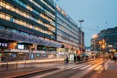 Helsinki, Finlande Centre commercial Kauppakeskus Citycenter dans des lumières de nouvelle année Photo libre de droits