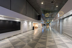 HELSINKI, FINLANDE - 31 JANVIER 2017 : Aéroport vide de Helsinki Vantaa Région de départ Photo stock