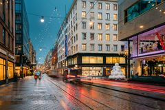 Helsinki, Finlande La nouvelle année allume des décorations de Noël de Noël Image stock