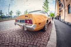 Helsinki, Finlande - 16 mai 2016 : Vieille voiture Ford Mustang lentille de fisheye de perspective de déformation photos stock