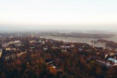 Helsinki Finlande vue de l'air un matin brumeux d'automne photographie stock