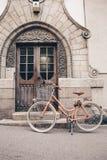 Helsinki, Finlandia †'Czerwiec 17, 2017: Różowy retro rowerowy następny t fotografia royalty free