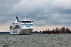 HELSINKI, FINLANDIA - 25 DE OCTUBRE: el transbordador Silja Line llega al puerto de Helsinki, Finlandia 25 de octubre de 2016 Fotografía de archivo libre de regalías