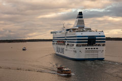 HELSINKI, FINLANDIA 27 DE SEPTIEMBRE: El transbordador Silja Line se amarra en el amarre en la ciudad de Helsinki Imágenes de archivo libres de regalías