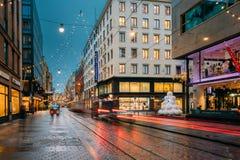 Helsinki, Finlandia El Año Nuevo enciende decoraciones de la Navidad de Navidad Imagenes de archivo