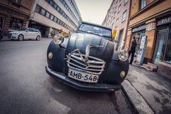 Helsinki Finlandia, Maj, - 16, 2016: Stary samochodowy czarny Citroen 2CV wykoślawienia fisheye perspektywiczny obiektyw obraz stock