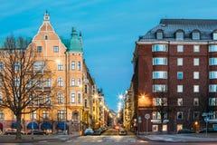 Helsinki, Finlandia Mieszkaniowy Domowy budynek Przy skrzyżowaniem Obrazy Royalty Free