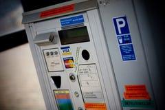 HELSINKI FINLANDIA, PAŹDZIERNIK, - 29, 2008: Statek w morzu: Płatnicza maszyna w parking terenie obraz royalty free