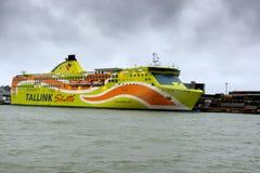 HELSINKI FINLANDIA, PAŹDZIERNIK, - 25: ferryboat TALLINK cumuje przy cumowaniem w porcie miasto Helsinki, Finlandia PAŹDZIERNIK Zdjęcie Stock