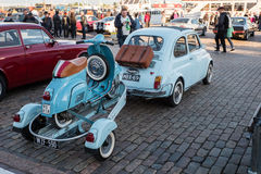 Helsinki, Finlandia Stary samochodowy FIAT 500L Obraz Stock