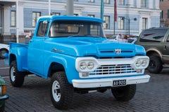 Helsinki, Finlandia Stary samochodowy Ford F250 Obraz Stock