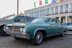 Helsinki, Finlandia Stary samochodowy Oldsmobile 98 Obrazy Stock