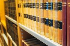 Helsinki Finlandia Vecchi retro libri russi in copertine dure d'annata Immagine Stock Libera da Diritti
