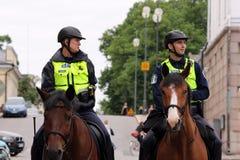 Helsinki, Finnland. Die Polizei schützt Teilnehmer der homosexuellen Parade Lizenzfreies Stockfoto