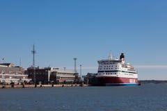 HELSINKI, FINNLAND 29. MÄRZ: Die Fähre Viking Line wird an t festgemacht Stockbild