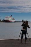 HELSINKI, FINNLAND 29. MÄRZ: Die Fähre Viking Line wird an t festgemacht Stockfotografie