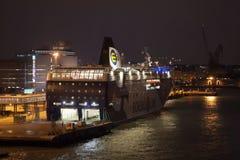 HELSINKI, FINNLAND - 25. OKTOBER: die Fähre Finlandia wird am Liegeplatz im Hafen der Stadt von Helsinki, Finnland OCTOBE festgem Lizenzfreies Stockfoto