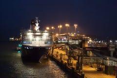HELSINKI, FINNLAND - 25. OKTOBER: die Fähre Finlandia wird am Liegeplatz im Hafen der Stadt von Helsinki, Finnland OCTOBE festgem Stockfoto