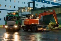 HELSINKI, FINNLAND - 25. OKTOBER: die Fähre PETER-LINIE wird am Liegeplatz im Hafen der Stadt von Helsinki, Finnland OCTO festgem Lizenzfreie Stockbilder
