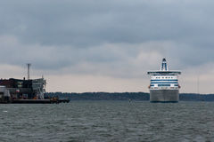 HELSINKI, FINNLAND - 25. OKTOBER: die Fähre Silja Line kommt zu Helsinki-Hafen, Finnland am 25. Oktober 2016 an Stockbild