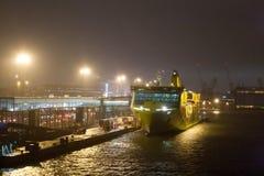 HELSINKI, FINNLAND - 27. OKTOBER: die Fähre TALLINK wird am Liegeplatz im Hafen der Stadt von Helsinki, Finnland OKTOBER festgema Stockbild