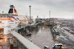 HELSINKI, FINNLAND - 25. OKTOBER: die Fähre TALLINK wird am Liegeplatz im Hafen der Stadt von Helsinki, Finnland OKTOBER festgema Lizenzfreie Stockfotografie