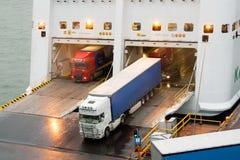 HELSINKI, FINNLAND - 25. OKTOBER: die Fähre TALLINK wird am Liegeplatz im Hafen der Stadt von Helsinki, Finnland OKTOBER festgema Stockfotos