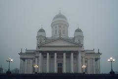 Helsinki katedra w ciężkiej mgle, Finlandia obrazy stock