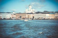 Helsinki linia horyzontu Luterańska katedra StNicholas w Helsinki Obraz Stock