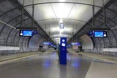 HELSINKI - 28. MAI: Flughafen-Zugstation Helsinkis Vantaa in Helsinki, Finnland am 28. Mai 2016 Stockfotos