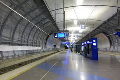 HELSINKI - 28. MAI: Flughafen-Zugstation Helsinkis Vantaa in Helsinki, Finnland am 28. Mai 2016 Stockbilder
