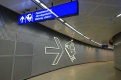 HELSINKI - 28 MAI : Station de trains d'aéroport de Helsinki Vantaa à Helsinki, Finlande le 28 mai 2016 Image stock