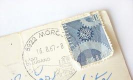 Helvetia (Zwitserland) postzegel op prentbriefkaar Stock Afbeeldingen
