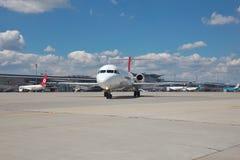 Helvetic Airways-Fokker 100 Lizenzfreie Stockfotos