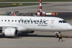Helvetic drogi oddechowe samolotowe przy Budapest lotniskiem Hungary Zdjęcia Royalty Free