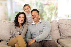 Hem för familj tre Fotografering för Bildbyråer