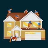 Hem för takbyggnadsarbetarereparation, hus för tegelplatta för tak för byggandestrukturfixande med arbets- utrustning, roofermän  Royaltyfri Bild