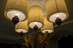 Hem- garnering för för Bali lampa och blomma Royaltyfri Fotografi