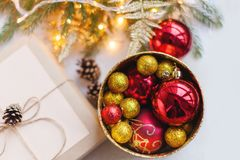 Hem- garnering för jul och nytt år för julsammansättning för bauble blått exponeringsglas tappning för stil för illustrationlilja Fotografering för Bildbyråer