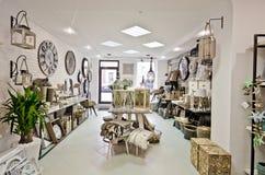 Hem- garneringar shoppar inre Royaltyfri Foto